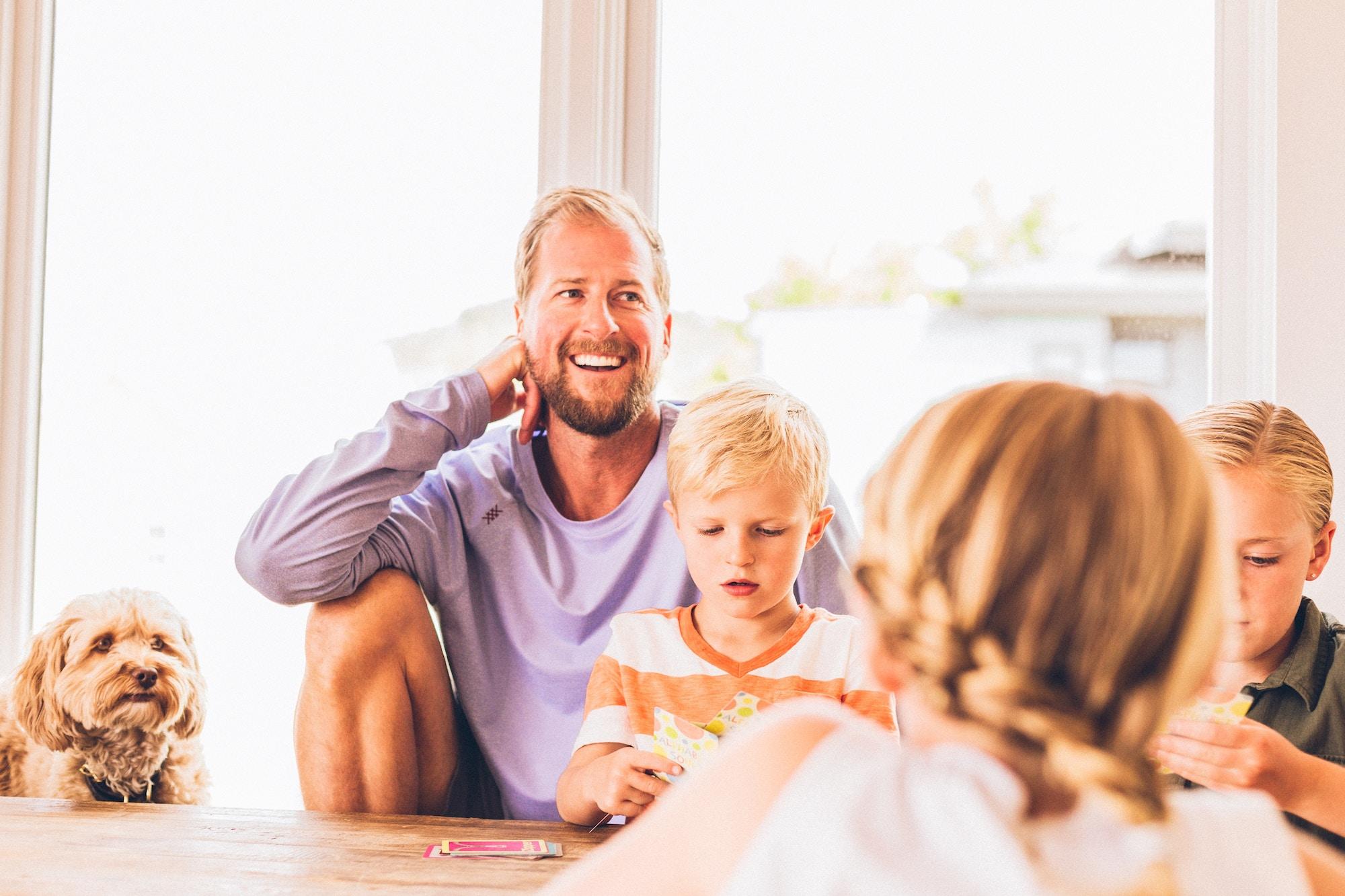 【家族滞在と特定活動】家族を呼び寄せる際の2つのビザを徹底比較!