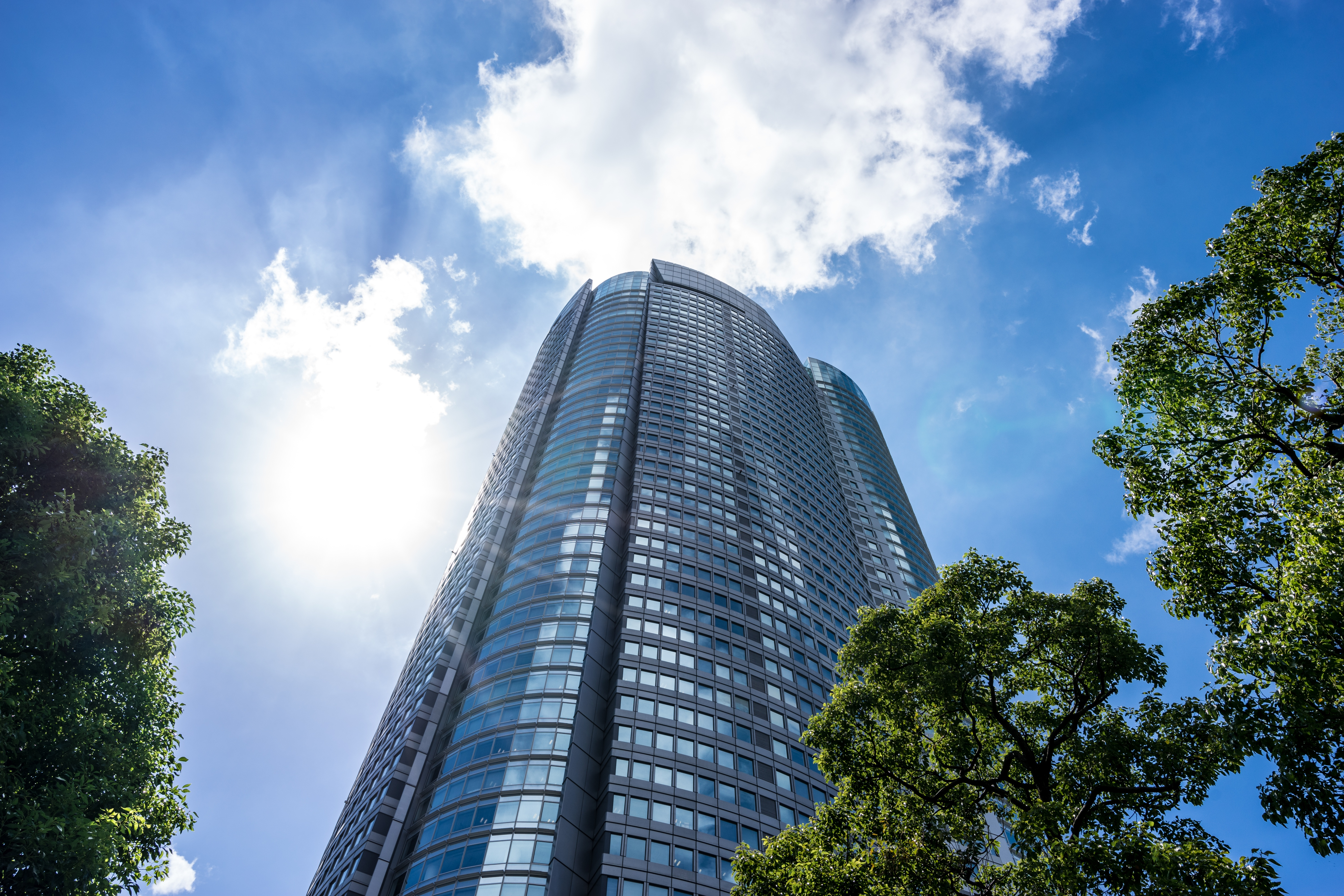 High-rise-buildings-and-blue-sky-(office-buildings-and-buildings)-620952326_6000x4000
