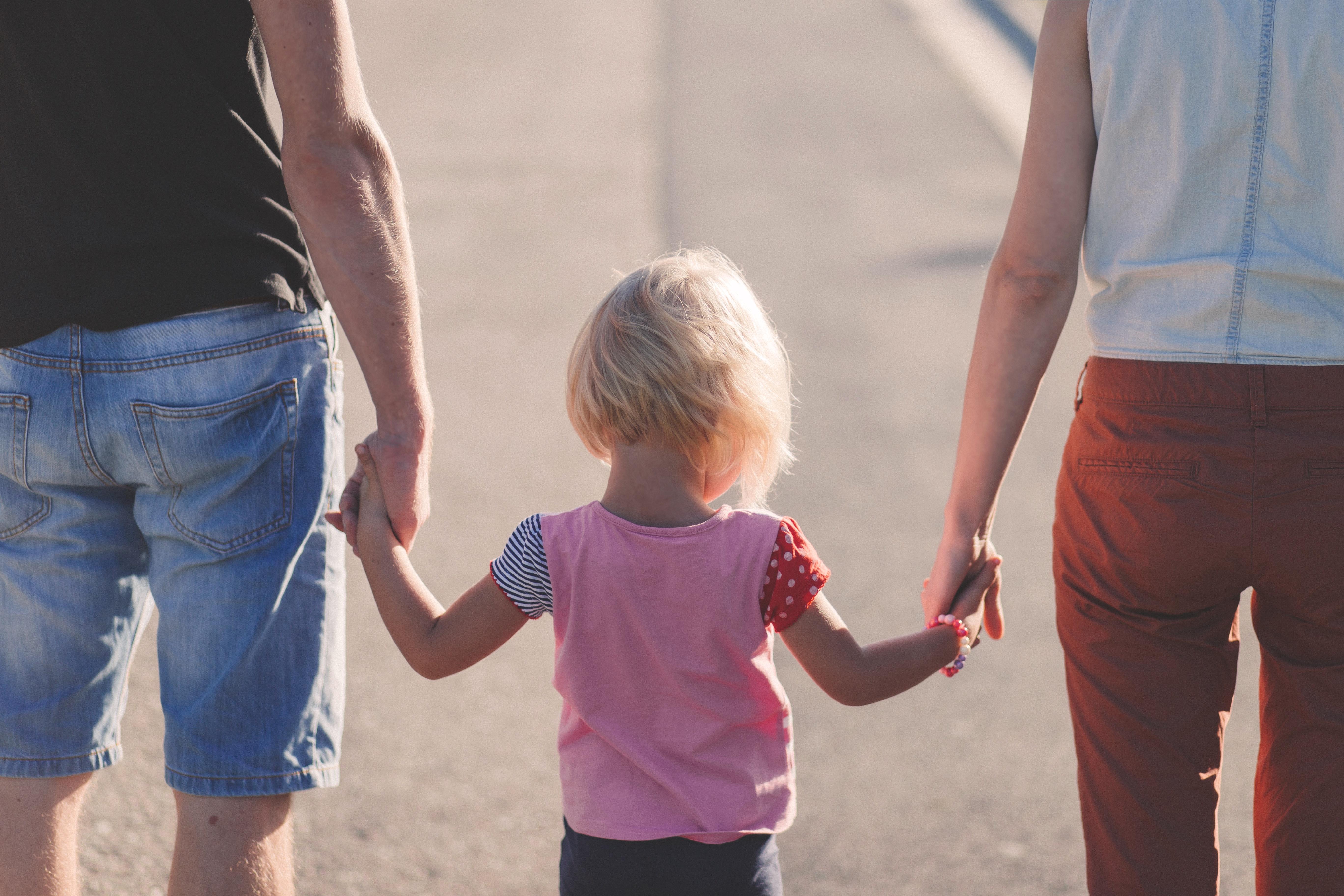 日本人の配偶者と離婚して子育てする際の在留資格はどうすればいいの?